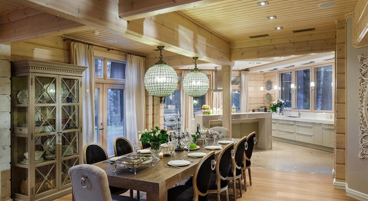 Интерьер кухни в доме из клееного бруса фото