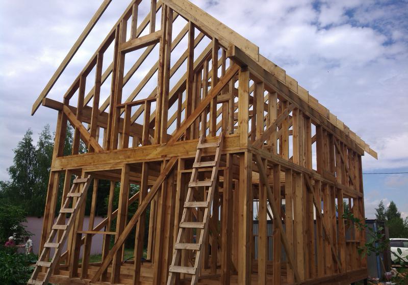 Каркасный дом в процессе строительства